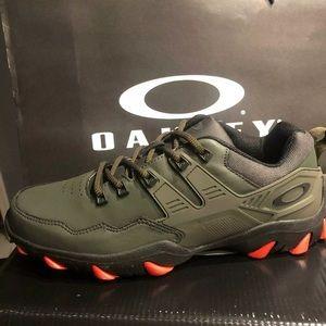Rare oakley mens tatanium shoes 9.5